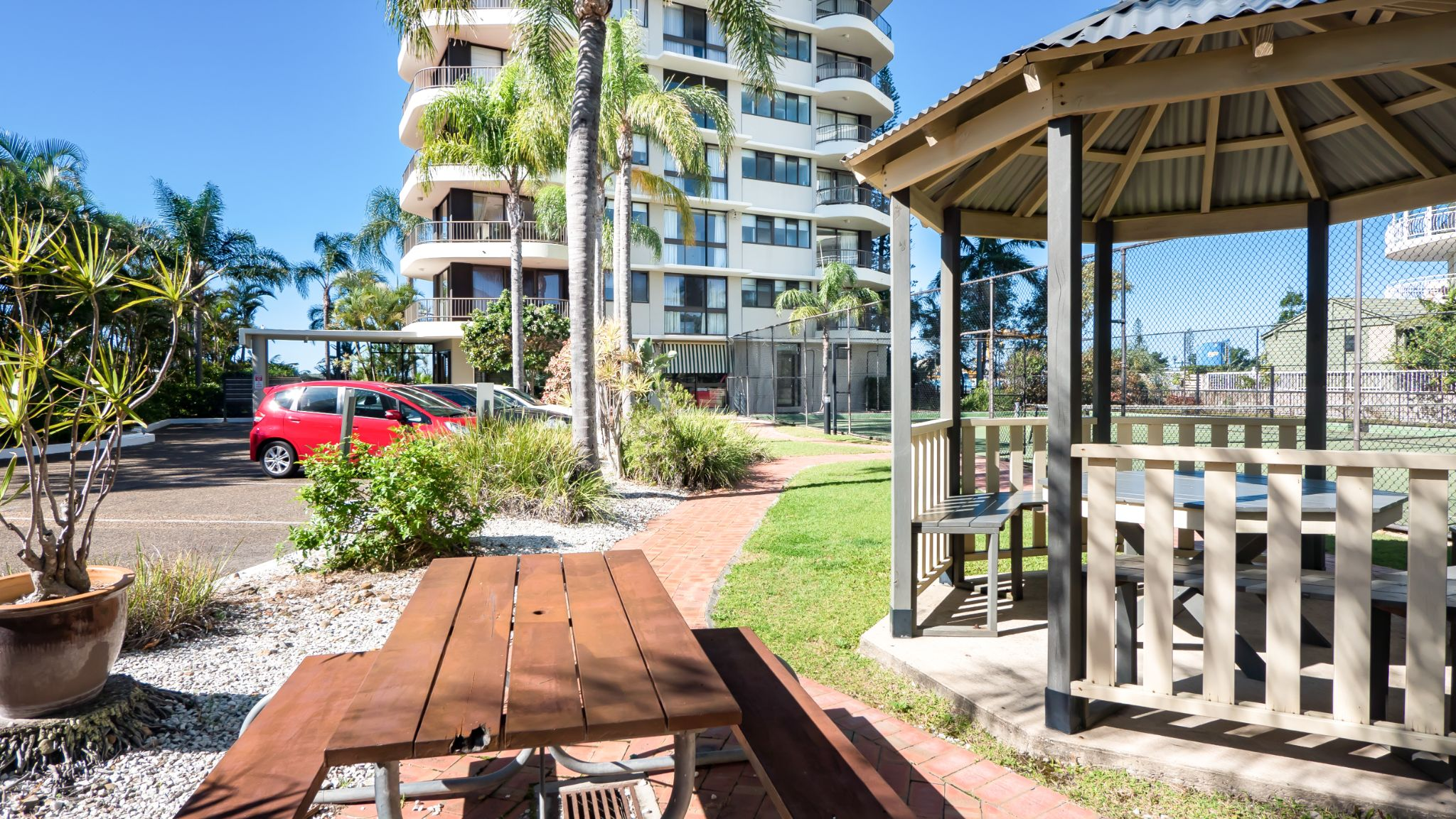 Gold Coast accommodation alfresco dining area with electric barbecue