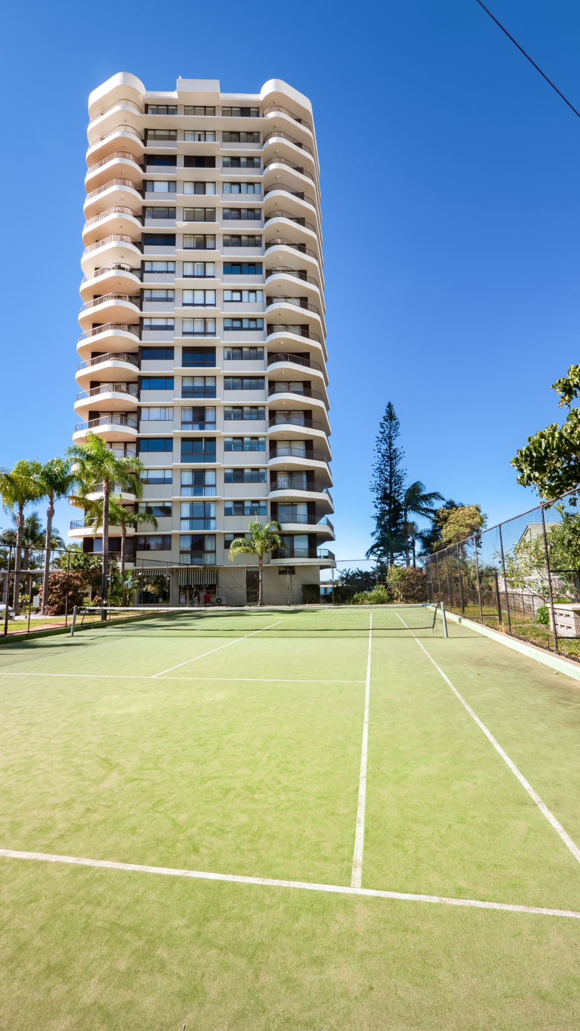Broadwater Shores full sized tennis court