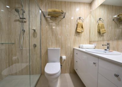 Broadwater Shores Apartment Bathroom