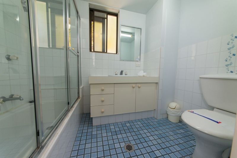 Broadwater Accommodation Villa Main Bathroom